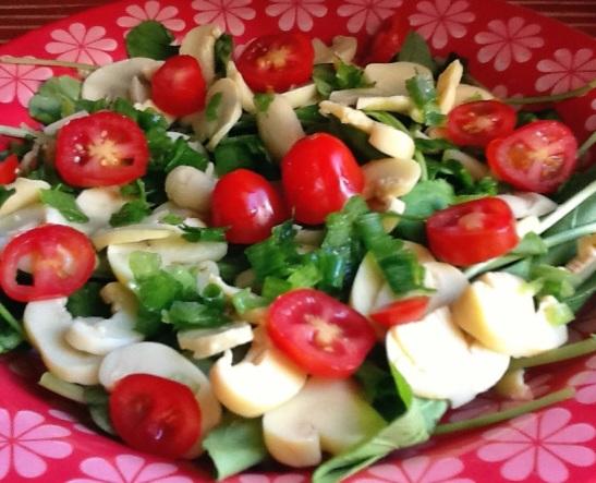 Salada de rúcula com champignon e molho francês
