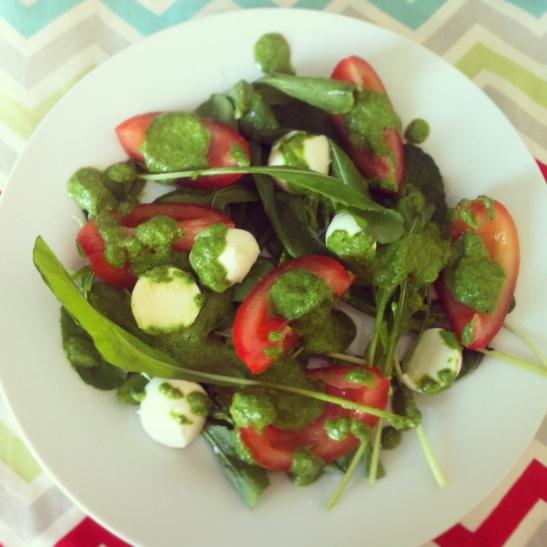 salada com pesto de espinafre